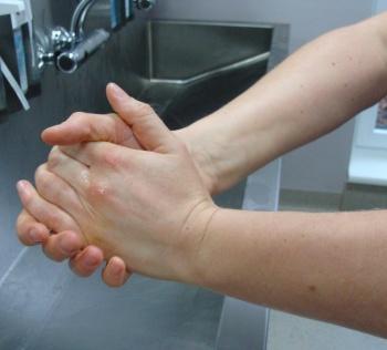 hand ind hand desinfektion